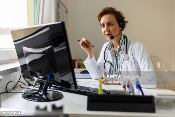 doctor having online telemedicine consultation with patient - german short haired pointer stock pictures, royalty-free photos & images