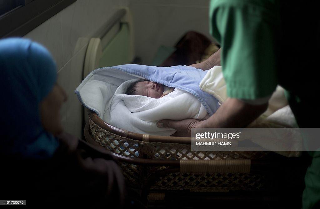 PALESTINIAN-ISRAEL-PRISONER-BIRTH : News Photo