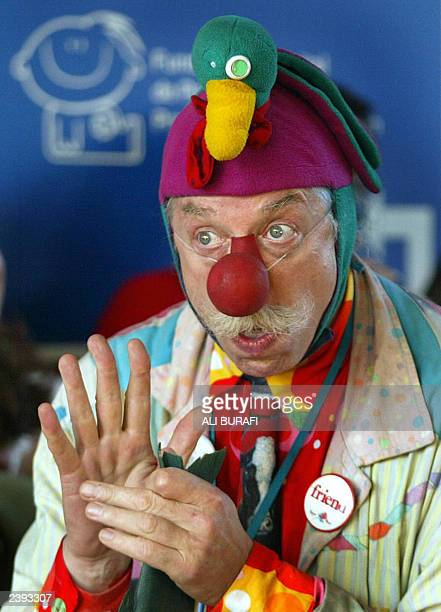 US doctor Hunter Patch Adams jokes with children at the Garragan Hospital 12 August 2003 in Buenos Aires Adams who developed a humour therapy for...
