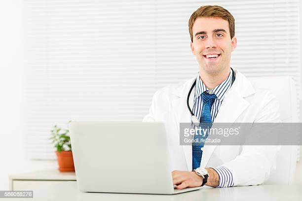 Arzt in seinem Büro