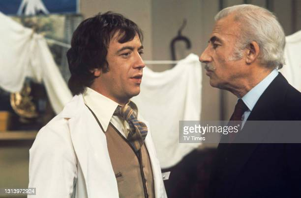 Doctor On The Go actor Robin Nedwell in character as Duncan Waring, circa 1977.