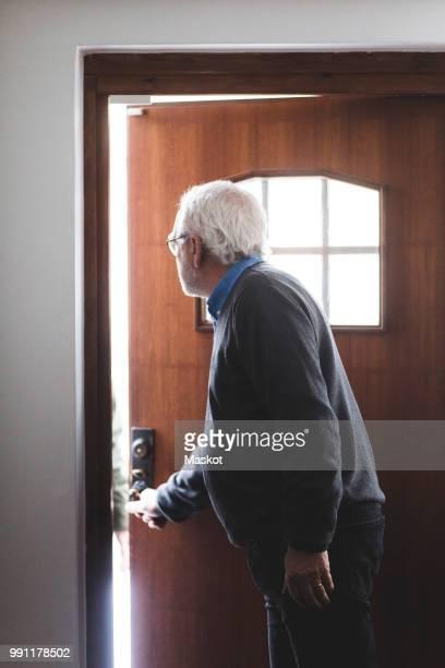 doctor opening door of home office - tür öffnen stock-fotos und bilder