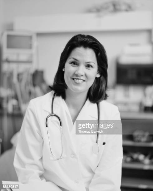 doctor - mid adult women stock pictures, royalty-free photos & images