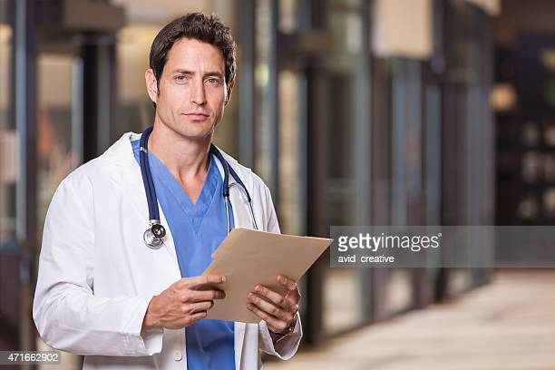 doctor portrait - handsome doctors stock pictures, royalty-free photos & images