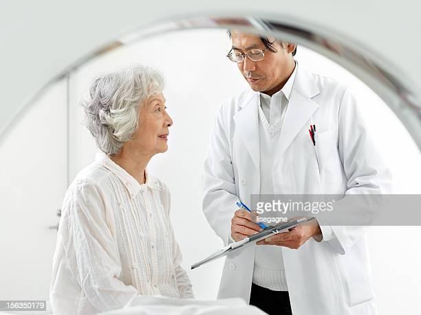 医師 MRI 検査のための患者の準備