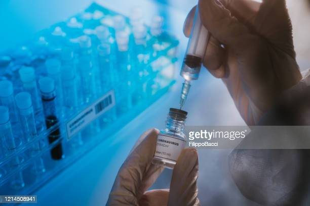 doctor preparing the coronavirus covid-19 vaccine - corona virus stock pictures, royalty-free photos & images