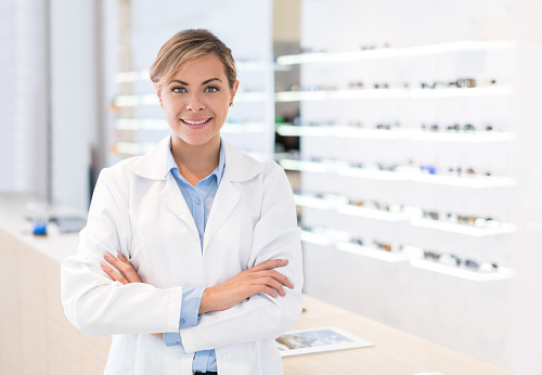 Doctor selling glasses at an optician'€™s shop 506617510
