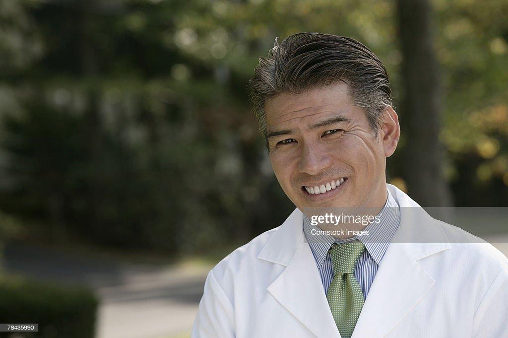 Doctor smiling : Foto de stock