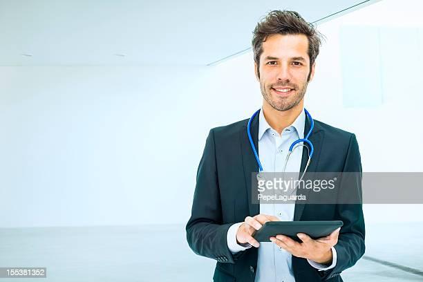 Arzt mit digitalen tablet im Krankenhaus