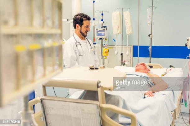 ER doctor visiting injured patient