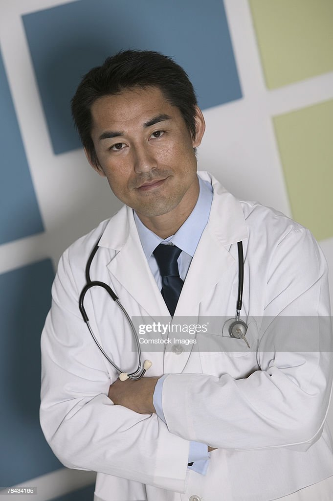 Doctor with arms folded : Stockfoto