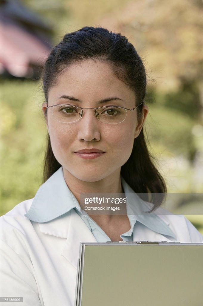 Doctor with clipboard : Stockfoto