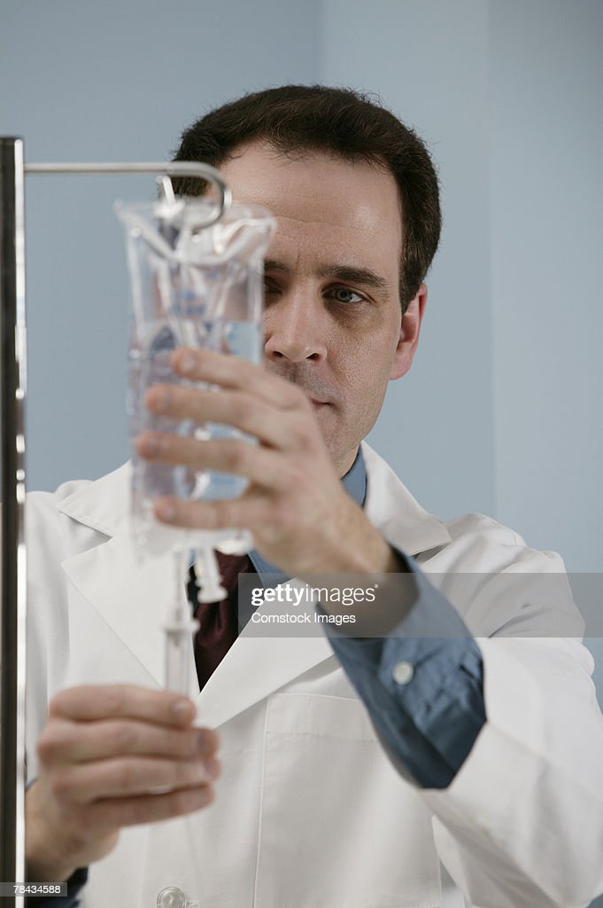 Doctor with IV bag : Stockfoto