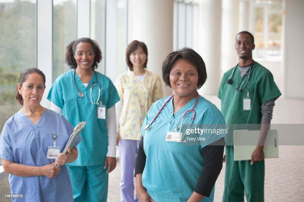 Doctors and nurses standing in hospital : Stock Photo