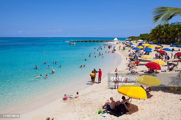 doctor's cave beach, montego bay, jamaica - montego bay stock pictures, royalty-free photos & images