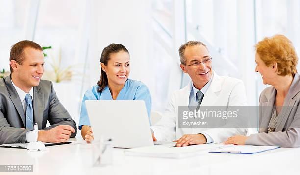Ärzte die Zusammenarbeit mit Business-Team