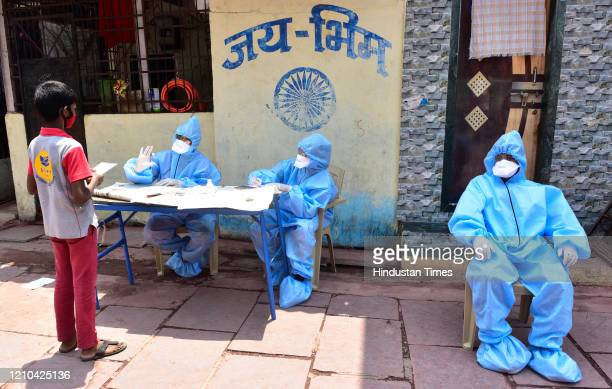 BMC doctors conducting COVID 19 screening test at Matunga Labour Camp following COVID 19 pandemic at Dharavi on April 18 2020 in Mumbai India