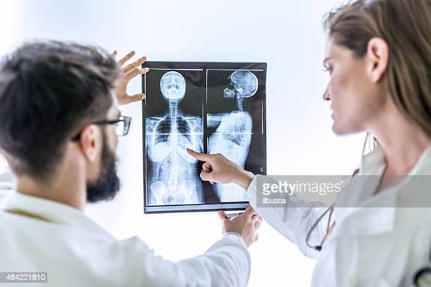Arzt untersuchen x-ray