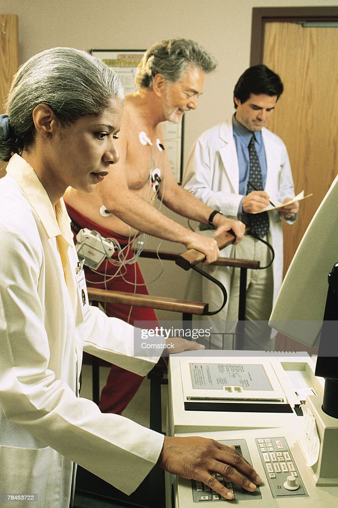 Doctors giving stress test to male patient : Stockfoto