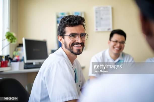 doctors having a break in nursing home - homme maghrebin photos et images de collection