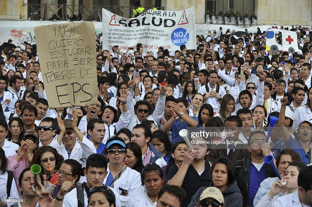 Doctors, health workers, students and patients march in downtown Bogota to protest against a Health reform proposed by the government of Juan Manuel Santos on October 29, 2013 in Bogota, Colombia.