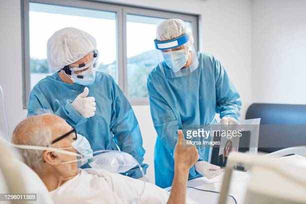 doctors helping patient to video call in hospital - healthcare stock pictures, royalty-free photos & images
