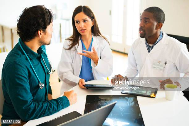 doctors meeting - medical procedure stock pictures, royalty-free photos & images