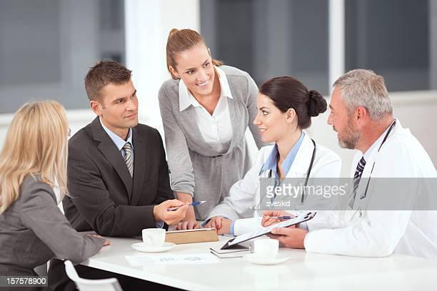 Arzt auf business-meeting.