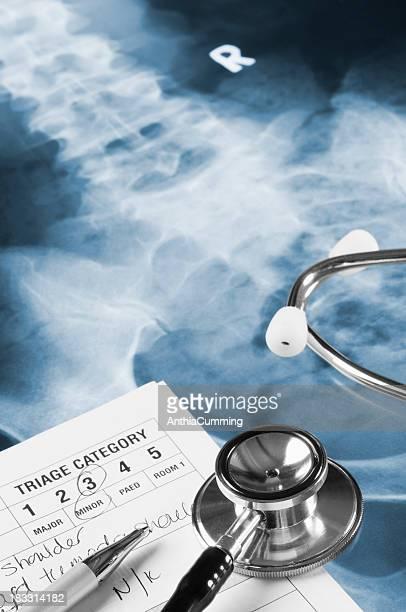 Estetoscopio médicos clasificación notas, bolígrafo y de rayos X