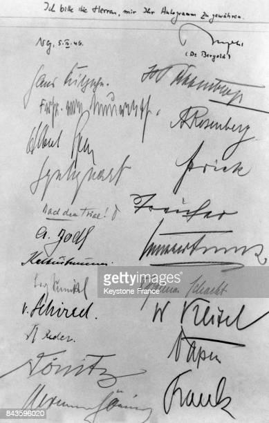 Document unique représentant les signatures de tous les délégués nazis pour leur condamnation au procès de Nuremberg Allemagne en 1946