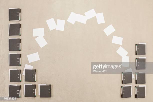documents getting exchanged from files - austausch stock-fotos und bilder
