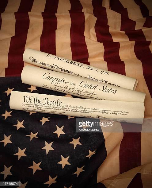 historial de documentos de los estados unidos y la bandera de los estados unidos - guerra de la independencia de estados unidos fotografías e imágenes de stock