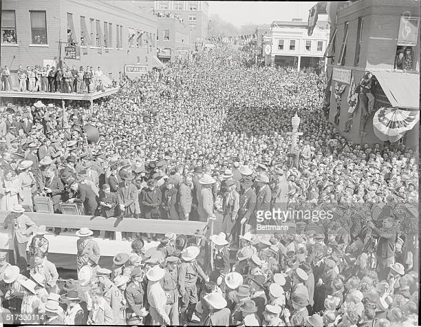 As New Dodge City Welcomed Old A general view of the tremendous crowd that turned out in Dodge City to welcome the cast of warner Brothers movie...