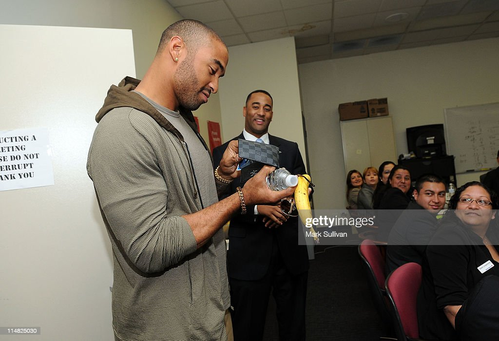 Los Angeles Dodger Matt Kemp Makes Surprise Visits To Bank Of America Banking Centers In Los Angeles