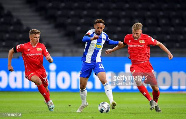 Dodi Lukébakio of Hertha Berlin challenge Grischa Proemel and Marvin Friedrich of Union Berlin during the Bundesliga match between Hertha BSC and 1...