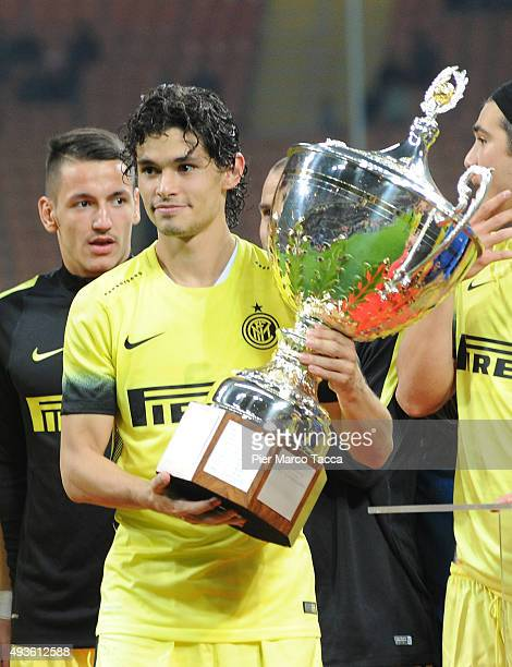 Dodo of FC Internazionale celebrates wuth his team players the victory of Berlusconi Trophy during the Berlusconi Trophy match between AC Milan and...