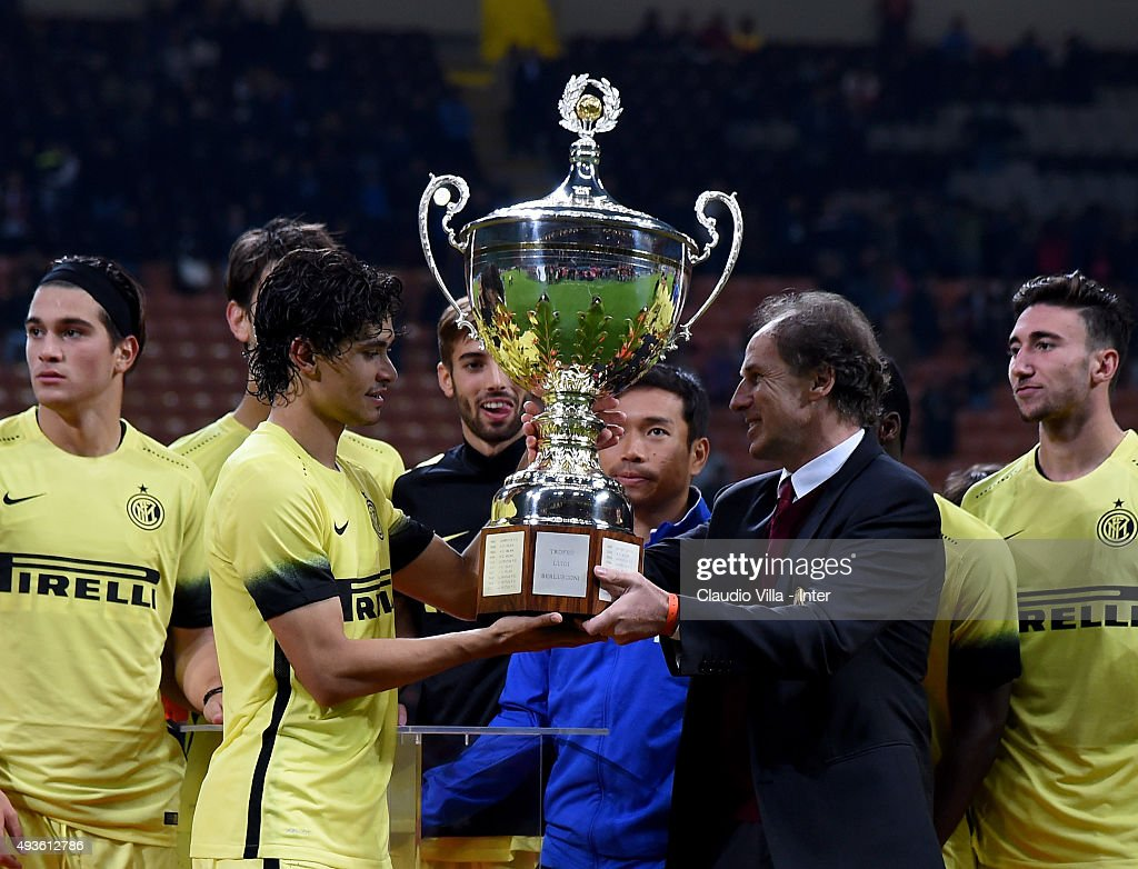 Dodo of FC Internazionale receives the Berlusconi Trophy from Franco Baresi at the end of the Berlusconi Trophy match between AC Milan and FC Internazionale at Stadio Giuseppe Meazza on October 21, 2015 in Milan, Italy.