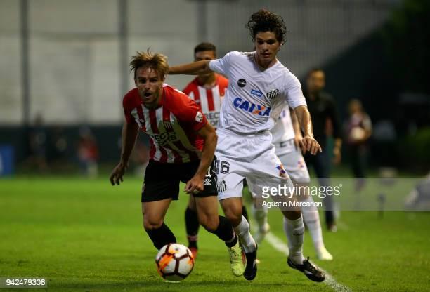 Dodo of Santos fights for the ball with Facundo Sanchez of Estudiantes during a match between Estudiantes and Santos as part of Copa CONMEBOL...