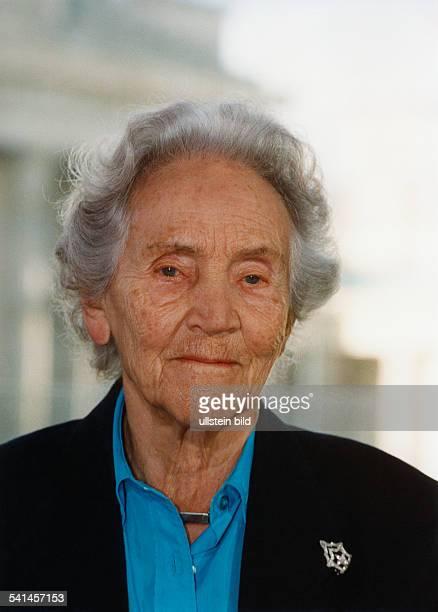 Doenhoff, Marion Graefin *02.12..2002+Journalistin, Publizistin, DHerausgeberin der Wochenzeitung 'Die Zeit'- Portrait