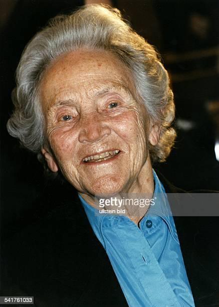 Doenhoff, Marion Graefin *02.12..2002+Journalistin, Publizistin, DHerausgeberin der Wochenzeitung 'Die Zeit'- Portrait- 1997