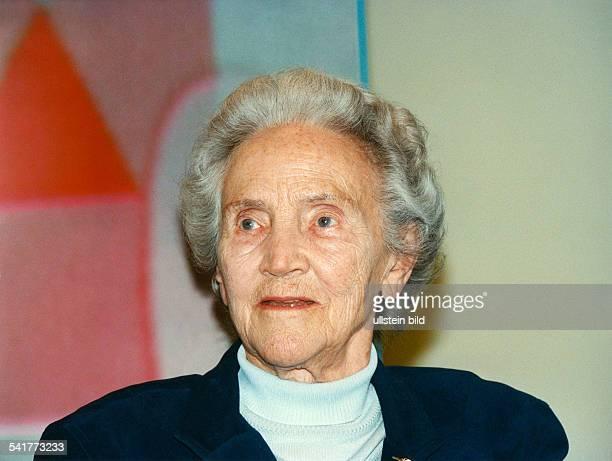 Doenhoff, Marion Graefin *02.12..2002+Journalistin, Publizistin, DHerausgeberin der Wochenzeitung 'Die Zeit'- Portrait- April 1998