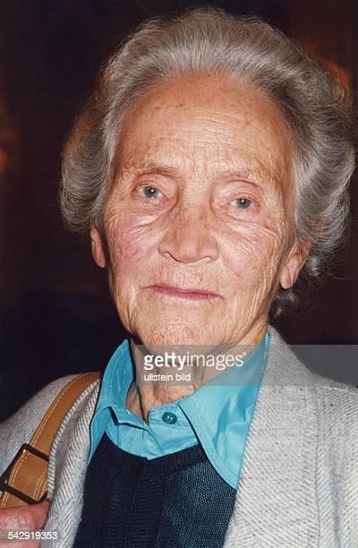 Doenhoff, Marion Graefin *02.12..2002+Journalistin, Publizistin, DHerausgeberin der Wochenzeitung 'Die Zeit' - Portrait - 1994