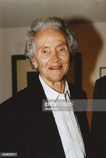 Doenhoff, Marion Graefin *02.12..2002+Journalistin, Publizistin, DHerausgeberin der Wochenzeitung 'Die Zeit'- Halbportrait-