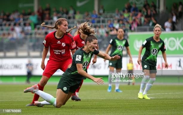 Doerthe Hoppius of SC Sand and Dominique Bloodworth of VfL Wolfsburg battle for the ball during the FLYERALARM Frauen Bundesliga match between VfL...