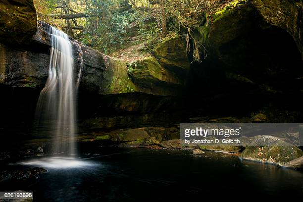 dog slaughter falls with stone cove - kentucky stock pictures, royalty-free photos & images