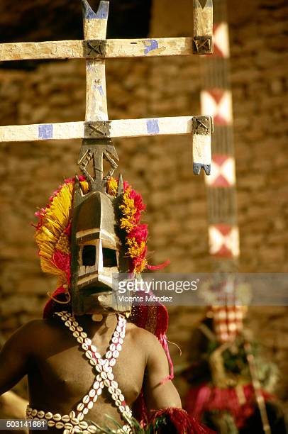 Dogon Kanaga mask wearing, Nombori
