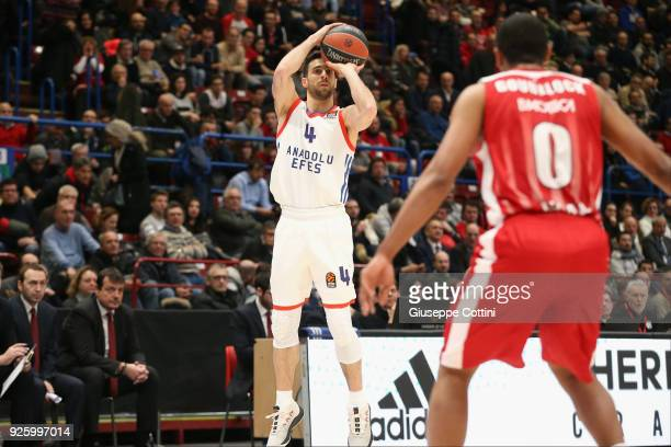 Dogus Balbay #4 of Anadolu Efes Istanbul in action during the 2017/2018 Turkish Airlines EuroLeague Regular Season Round 24 game between AX Armani...