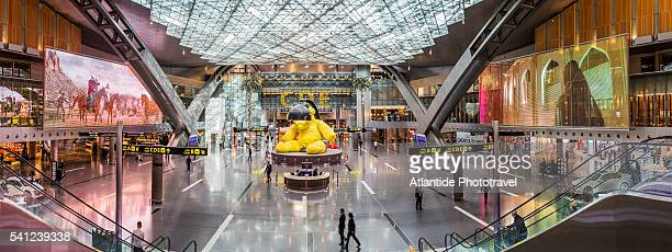doha international airport, the interior and the sculpture lamp bear by urs fischer - doha airport fotografías e imágenes de stock