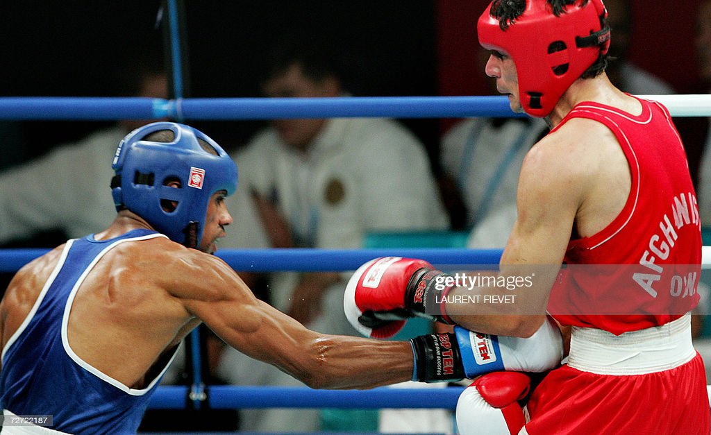 Iraqi Jabar Zuhir (L) throws a low punch : News Photo