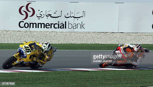 Italian rider and world champion Valentino Rossi of Yamaha leads Nicky Hayden of the USA during the Qatar Grand Prix World Championship 08 April 2006...